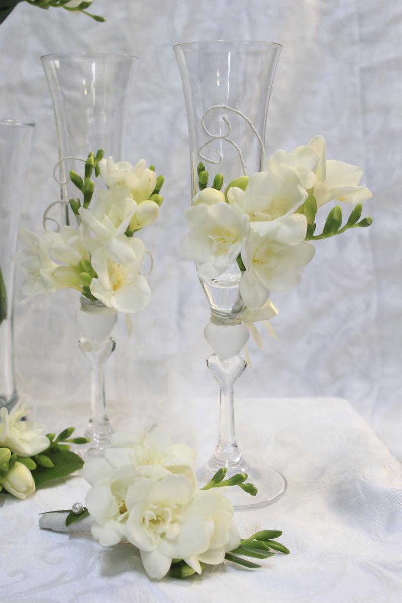 Цветы украсить бокалы на свадьбу