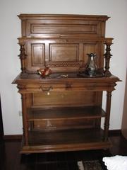 Куплю антикварную мебель,  напольные часы,  граммофон и старую картину.