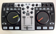 Dj контроллер MixVibes U-Mix Control Pro со встроенной звуковой картой