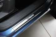 Накладки на пороги 4 частей на Volkswagen Tiguan.