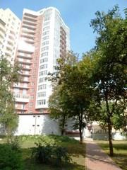 4 комн кварт на 3 и 18 этажах 174м2,  Тургеневская 44,  рядом посольство Ватикана,  центр,  Киев