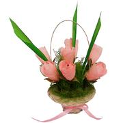 Корзина розовых роз-букет из конфет