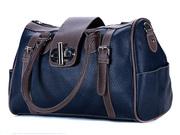 Мега-модная сумка-саквояж изготовлена из прочного материала.