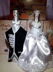 Костюмчики на шампанское,  свадебное шампанское,  украшение