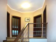 Двери,  лестницы и арочные проемы из дерева.