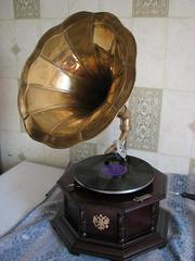 Реставрирую патефоны,  граммофоны,  часы настенные и напольные . Качественно.