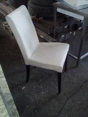 Продам стілець кремового кольору бу