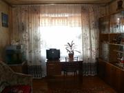 Сдам комнату для двух -трех девушек  ул Курчатова 1 (деснянский р-н, м Черниговская. лесной массив.РЯДОМ  мед- колледж., рынок юность. больница скорой помощи ). Комната 18 кв.м с балконом. Три отдельных спальных места, для девочек студентов или работающих, с