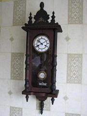 Продам часы настенные,  старинные 19 века. В хорошем состоянии.