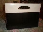 Продам женскую, стильную, эксклюзивную, лаковую, кожзам, чёрно-белую сумку.