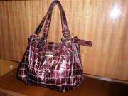 Продам женскую, вместительную, кожзам, лаковую, бардово-вишнёвую сумку.
