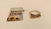 Кольцо золотое с камнями. Вес 4, 9 грамм.