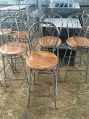 Стул барный  б/у сидения из  верзалита коричневого цвета каркас металл