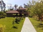 Дом 500 м2 и участком 20 соток в пешей доступности.