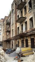 Будівля під реконструкцію,  Контрактова площа.