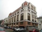 Отдельно стоящее здание на Подоле в Киеве.