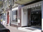 Сдам фасадное помещение с витриной на Золотых Воротах,  Киев.