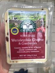 Сыр Йоркшир Венслидей с клюквой